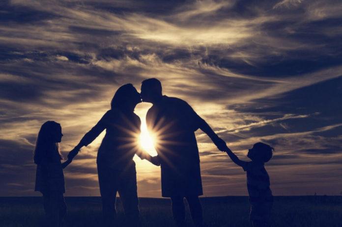 Как почитать родителей и предков: связь со своим родом.